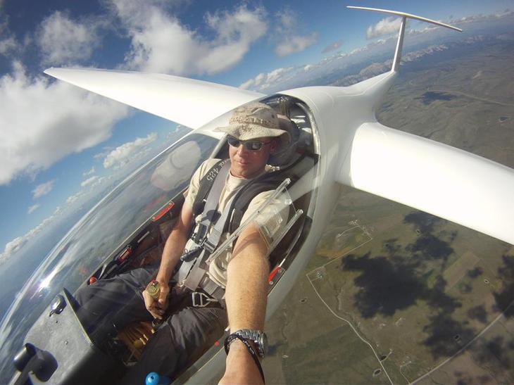 B8IktyDCQAAd5Oe Люси в небе с алмазами: селфи пилотов самолетов