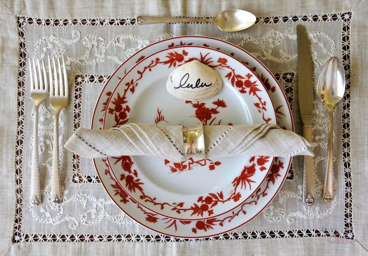Сервировка стола к ужину отличается отсутствием глубокой тарелки