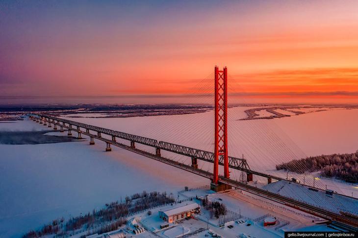 Мост через Обь — один из символов Сургута