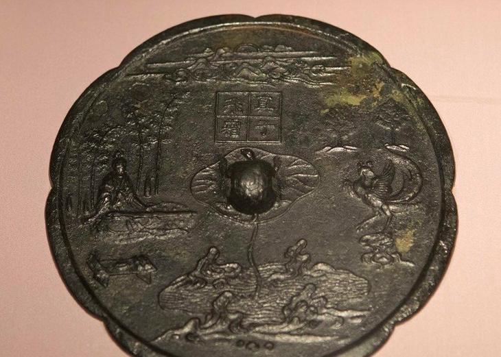 Бронзовое зеркало (династия Тан), найденное при раскопках © china.org.cn