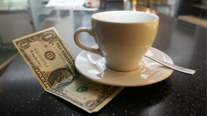 Годовая прибавка к пенсии достигла размера средних чаевых официанту