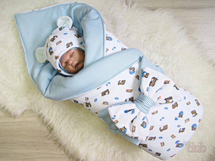 Набор - конверт и оригинальная шапочка для новорожденного.