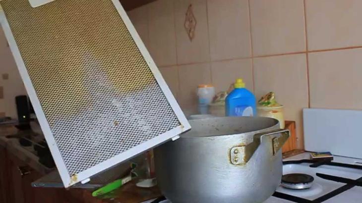 Как очистить жир содой