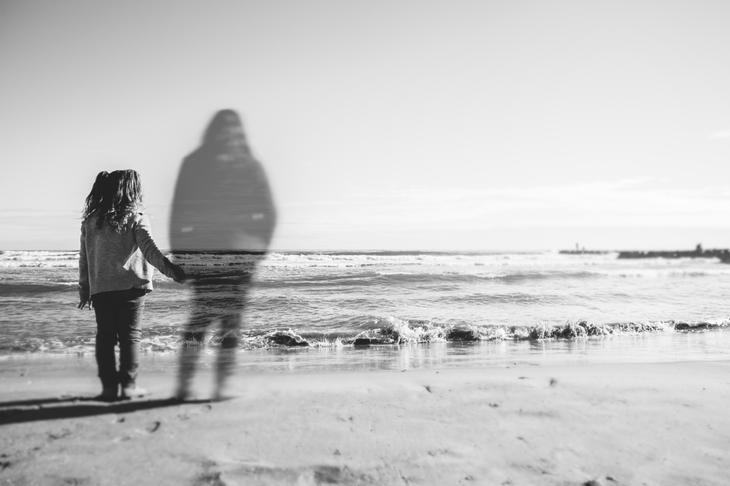 6 признаков того, что умерший близкий пытается выйти с вами на контакт