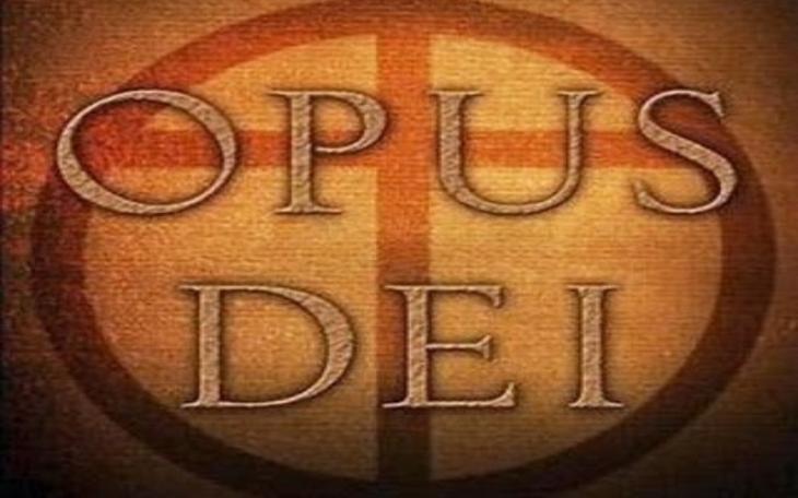 Opus Dei Организация была основана в 1928 году католическим священником Хосемария Эскрива де Балагер. С латыни название общества переводится как «Дело Божие», а занимаются там тем, что помогают обрести путь к святости без отрекания от повседневной жизни. Большинство ее членов это обычные люди: бизнесмены, рабочие, учителя, домохозяйки, которые по внешнему виду ничем не отличаются от своих коллег. И хотя организация не скрывает местоположение своей штаб-квартиры, в ее адрес поступает самая разнообразная критика. В силу закрытости сообщества некоторые католические священники считают его опасным, кроме того, с Opus Dei нередко связывают применение таких практик, которые свойственны сектам. Все это создает вокруг общества некий ореол таинственности, в силу чего его нередко приписывают к некоему секретному католическому обществу. Масло в огонь из домыслов и слухов добавил Дэн Браун, изобразивший Opus Dei в «Коде да Винчи» как тайную секту, скрывающую важную информацию.