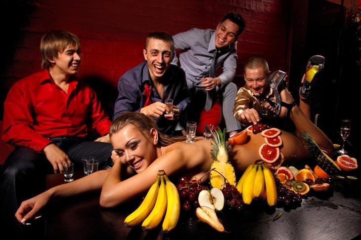 Домашние вечеринки девушки хотят стриптиза фото 769-546