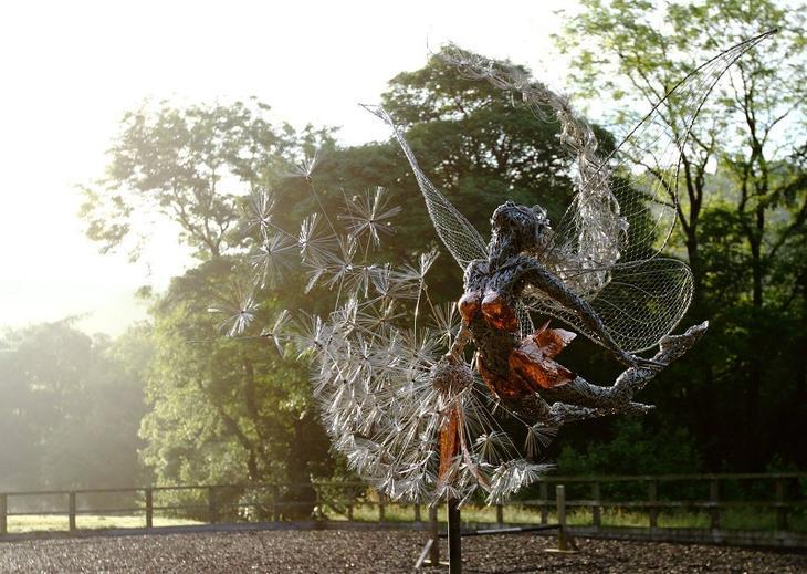 Скульптуры фей из проволоки. Фото