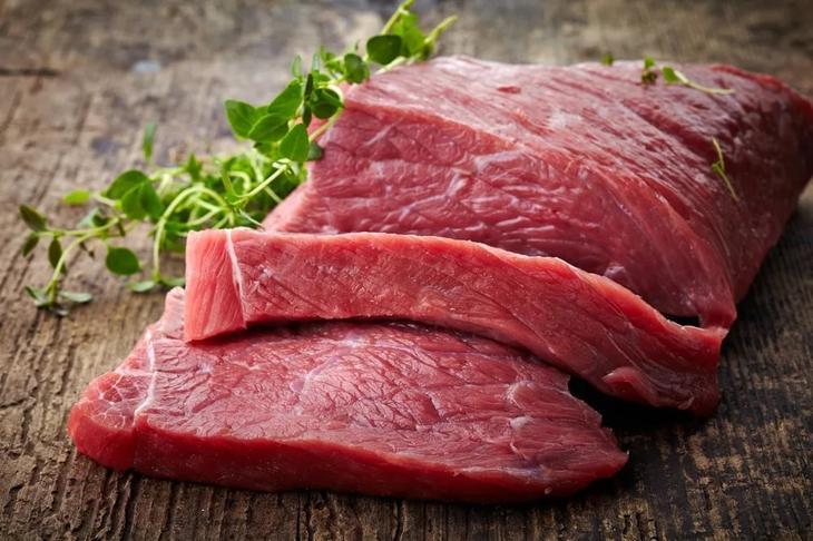 Красное мясо и продукты его переработки вызывают боль в области суставов при артрите