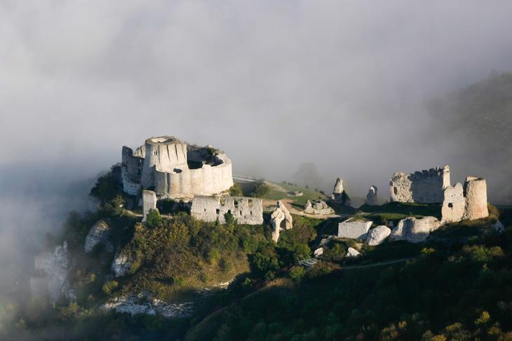 Шато-Гайар, Франция. Построен в 1198 году. европа, замки, история, средневековье