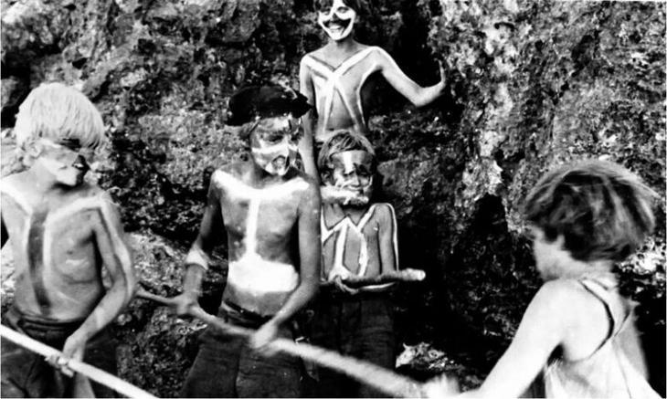 История шести мальчиков, выброшенных на необитаемый остров и проживших на нем 15 месяцев