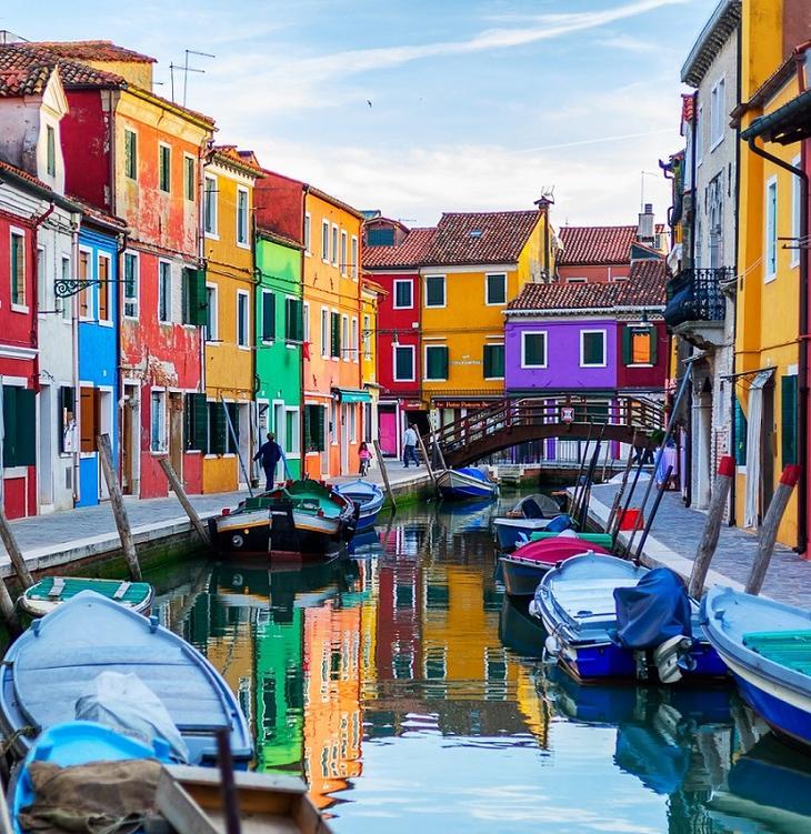 Бурано - самый красочный квартал Венеции, Италия. Фото