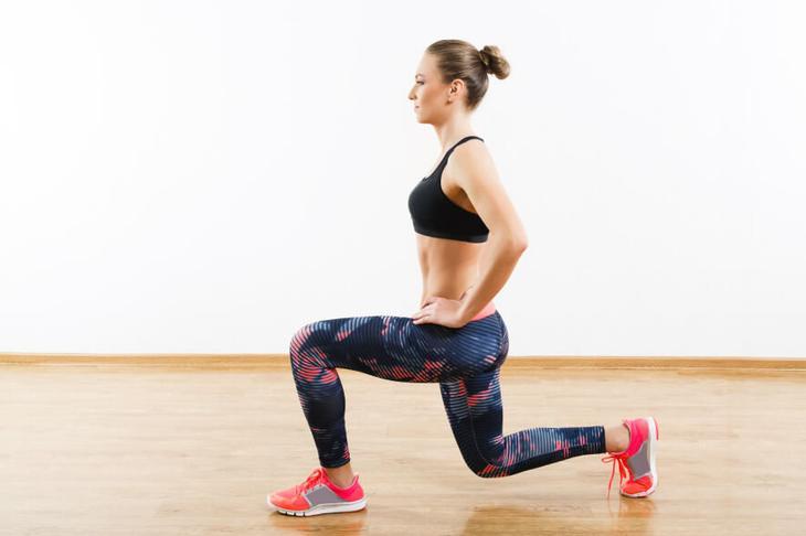 Это упражнение разрабатывает сразу несколько групп мышц