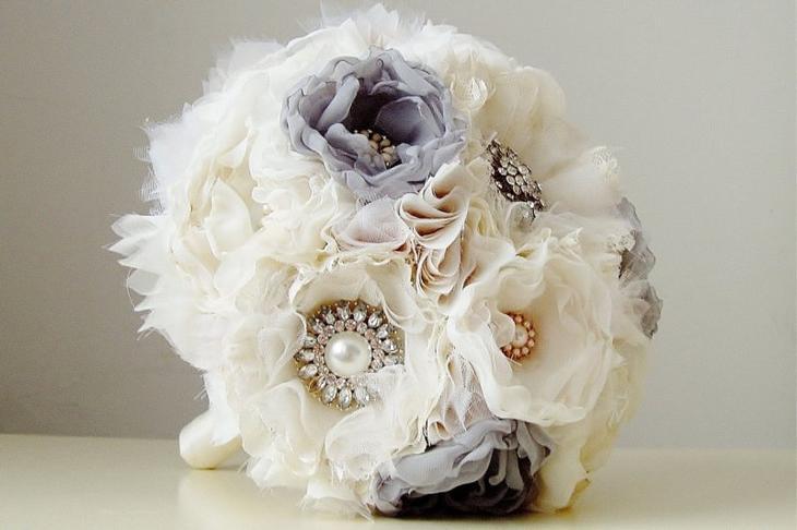 Свадебный букет из цветов из лент