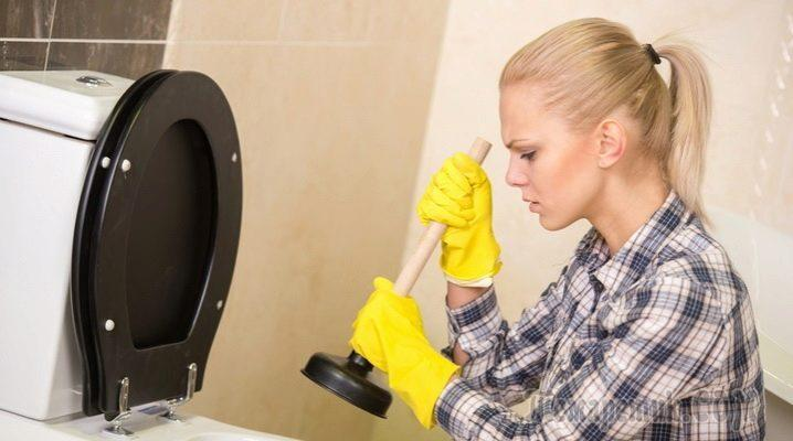 Как прочистить сильный засор в унитазе