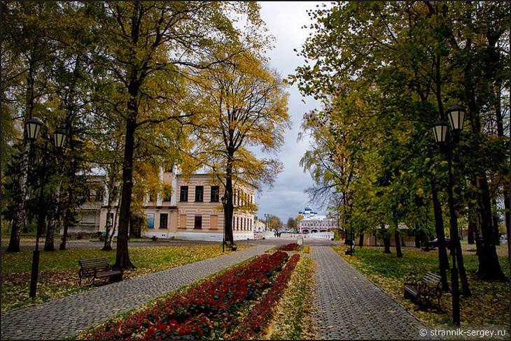 Прогулка по Угличу - парк в древнем Кремле