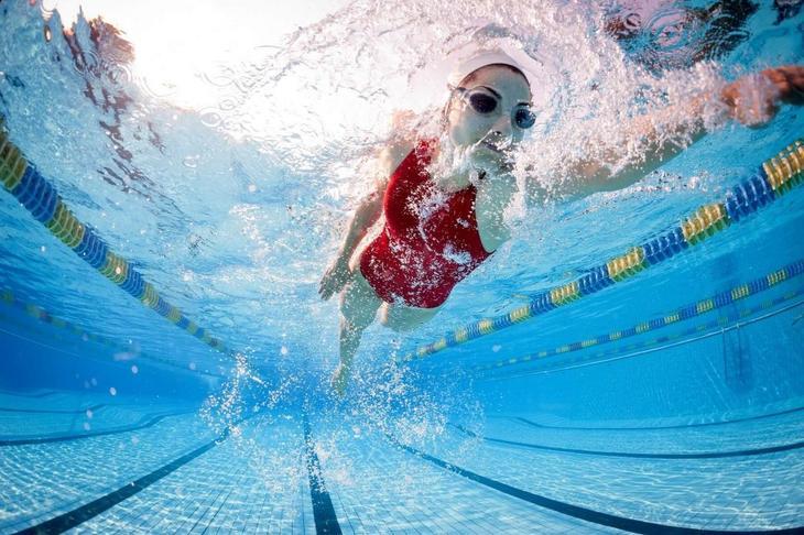 Плавание — отличный способ борьбы с лишними сантиметрами