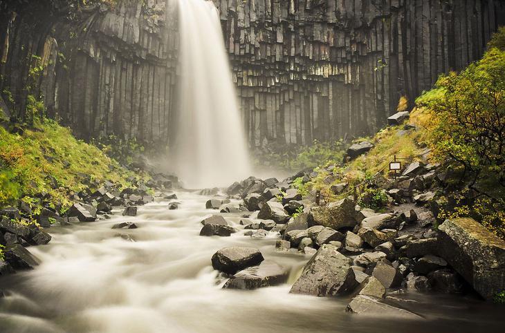 Черный водопад Свартифосс