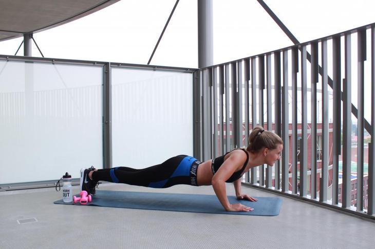 упражнения для прямых мышц спины дома