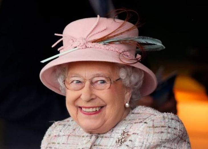 25 «угарных» фото королевы Елизаветы II, которые запросто могут стать мемами
