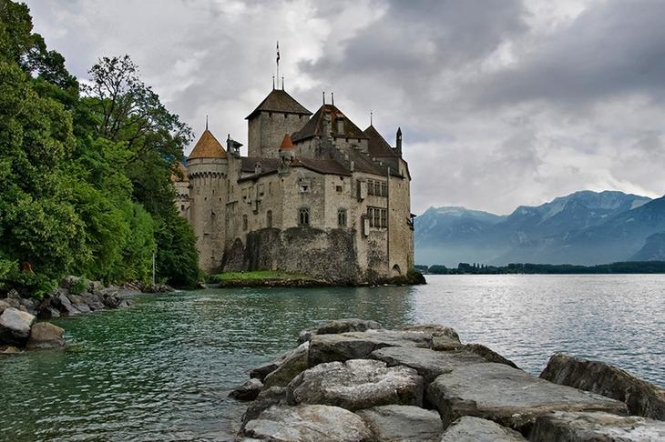 Шильонский замок, Швейцария. Построен в 1160 году. европа, замки, история, средневековье