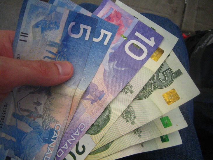 канадские деньги