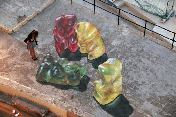 3D рисунки голландского художника заставляют прохожих остановиться