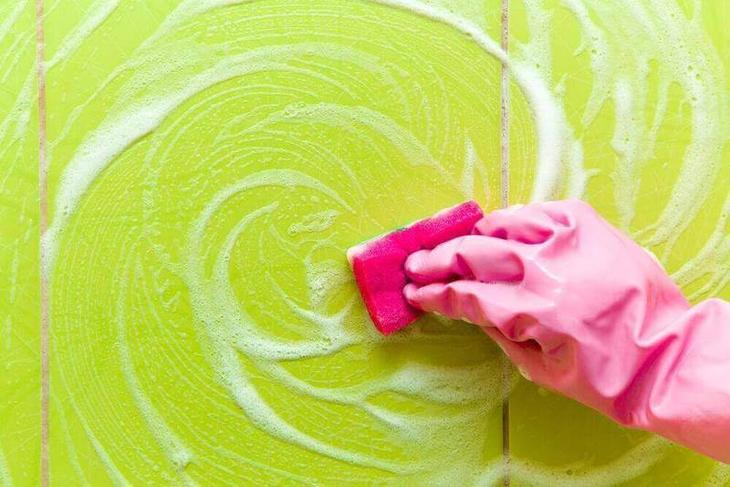 Как убрать мыльные разводы в ванной: 5 советов
