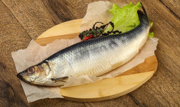 Жирная рыба – продукт, помогающий улучшить кровообращение