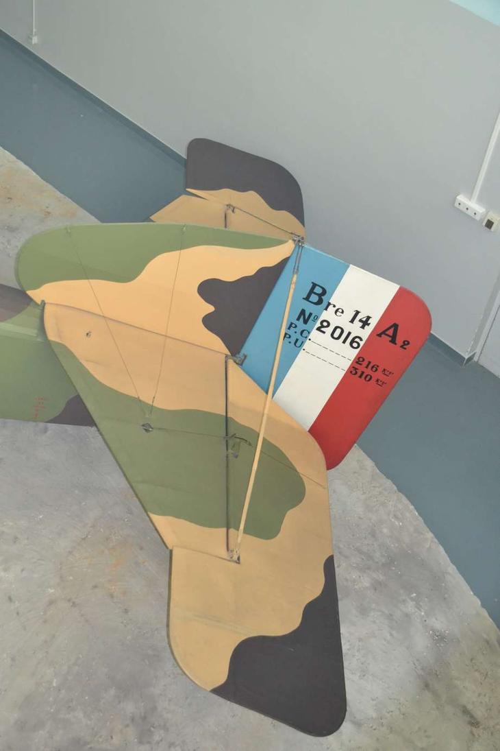 В конструкции самолета Бреге XIVA2 чувствуются еще довоенные тенденции, а ведь машина была сделана, когда война шла уже два года и толкнула развитие боевой авиации далеко вперед