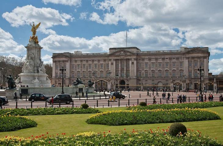 Букингемский дворец. 10 Чудес Лондона. Фотографии красивых мест Лондона. Фото с сайта NewPix.ru