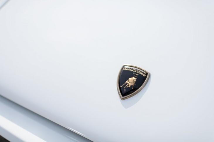С молотка уйдет Lamborghini с интерьером из натурального золота (27 фото)
