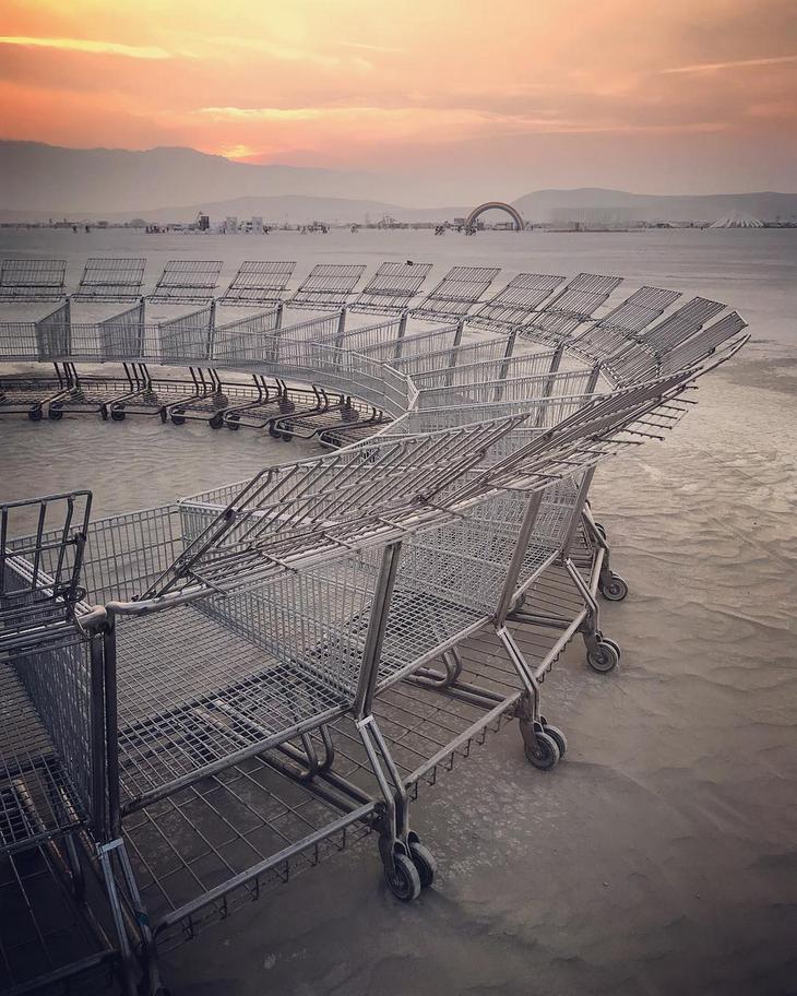 Безудержный креатив в фотографиях с фестиваля Burning Man 2018