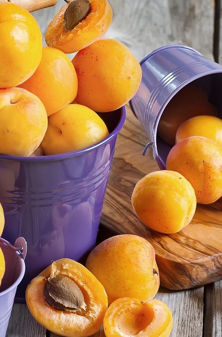 Горькие абрикосовые косточки