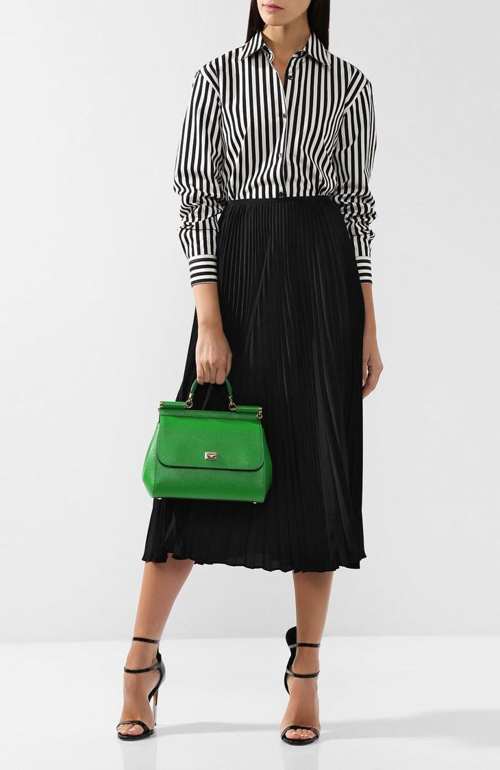 668419f8591e А с нейтральными оттенками, такими как черный а также белый, зеленая сумка  привнесет яркости в образ.