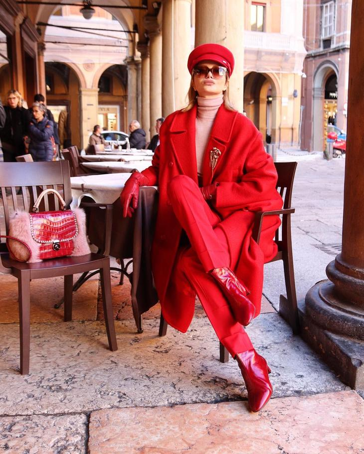 модные осенние образы в красном цвете фото 6