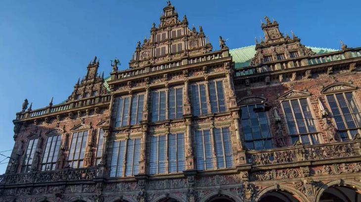 Туристы обязательно приходят посмотреть на Ратушу и Шюттинг в Бремене