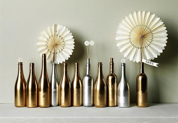 Бутылки, покрытые акриловым лаком для декупажа