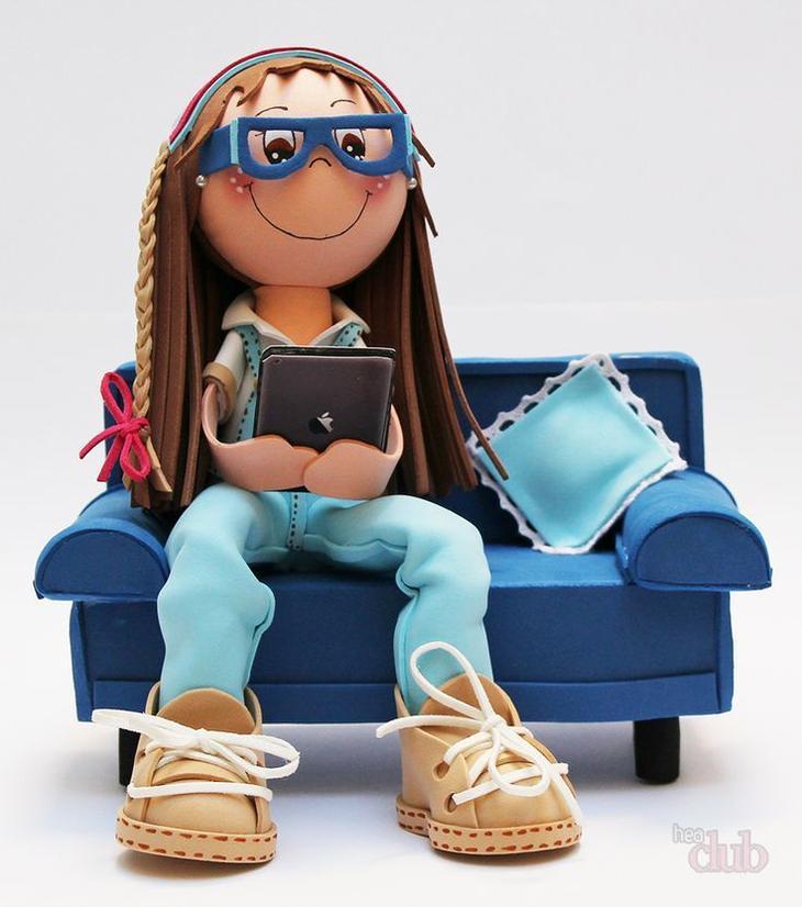 У куклы из фоамерана могут быть и такие интересные шнурованные ботинки