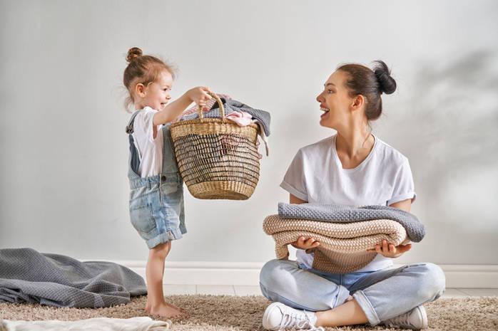 9 советов как приучить ребенка помогать по дому