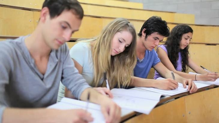 Имеет ли право учитель забрать телефон: советы юристов