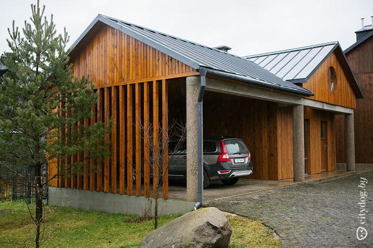 Лаконичный дом архитектора со льном на стенах и открытым огнем