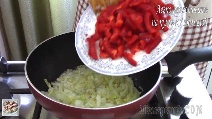 Кабачки со сладким перцем в сметане на сковороде - рецепт пошаговый с фото