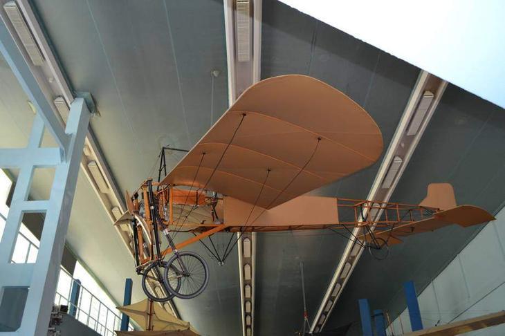 Покоритель Ла-Манша моноплан Блерио тип XI. Этот тип самолета оказался весьма удачным и продавался по всему миру, в том числе и у нас