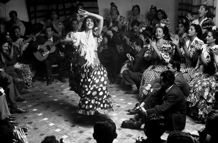 Французский писатель Жан Кокто назвал фламенко «огнем, умирающим для того, чтобы родиться». мифы, цыгане