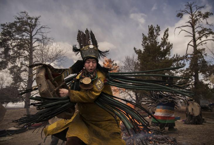 Shamanskie-ritualy-v-Mongolii 8