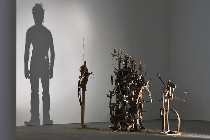 Shadow Sculptures 1 Невероятные скульптуры из груды мусора, света и тени