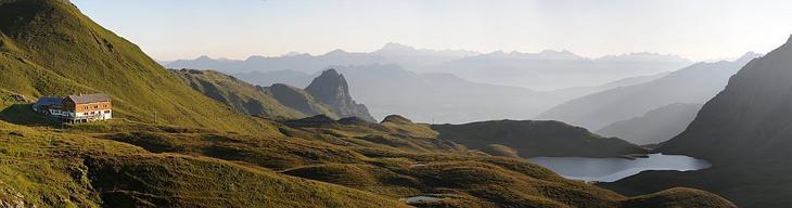Панорама хребта Ретикон в Австрии