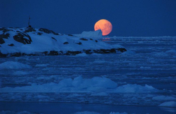 Луна на острове Анверс