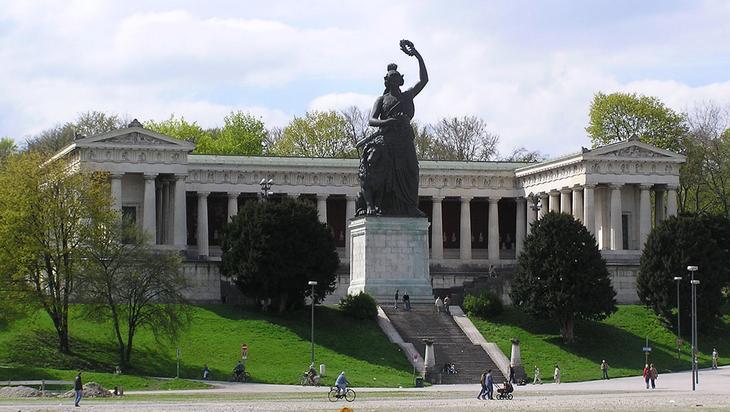 Статуя Баварии