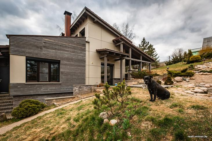 Архитектор восемь лет строила необычный коттедж для себя и своей семьи. Вот что получилось